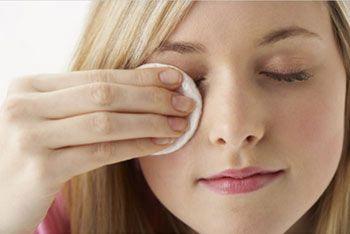 Рецепты красоты ваших глаз. Если глаза утомлены Раздражение и воспаление глаз может быть следствием усталости, недосыпания, слез и реакцией на косметические средства. Покраснение век также бывает обусловлено истощением организма, нерегулярным или неполноценным питанием. В этом случае следует соблюдать общеукрепляющий режим (зарядка, прогулки на свежем воздухе и т. п.), принимать поливитамины. Во избежание покраснения век в яркие солнечные дни рекомендуется носить [...]