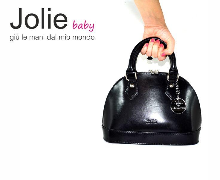 Giù le mani dal mio mondo ;) http://www.millenniumstar.it/ultime-novita/1229-baby-jolie-borsa-da-donna-in-pelle-nera.html