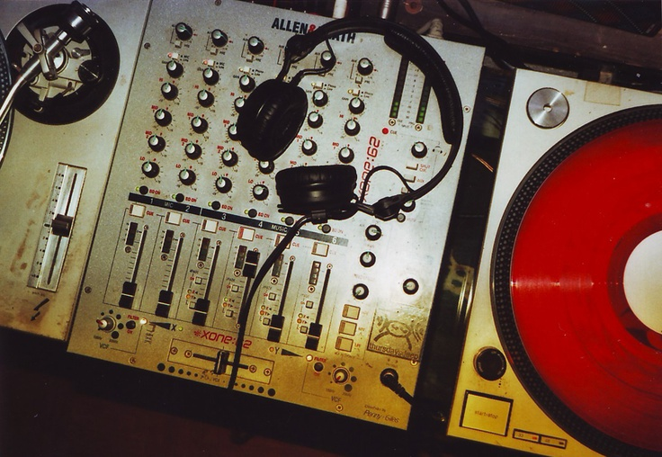#Thursdays #Deep  #thursday #giovedì #party #techno #italy #italia #music #dem #photo #lomography #lomo #smena #symbol #analog #analogica #pellicola #film
