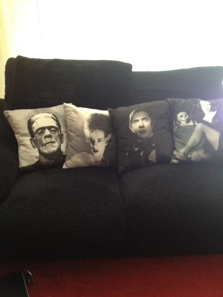 Home Design: cool decorative pillows featuring old horror films.