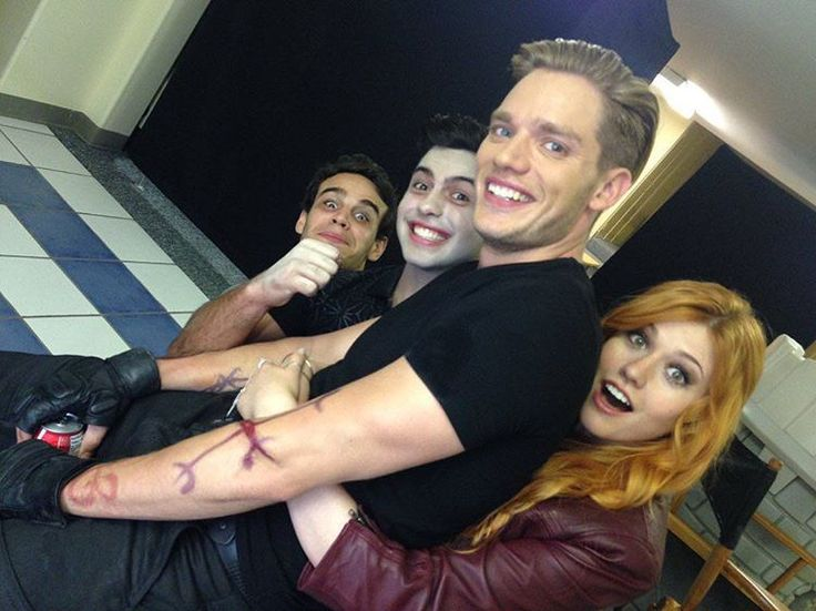 """Alberto, David, Dom and Kat hanging out on set! #Shadowhunters (via @kitkatsmeow)"""