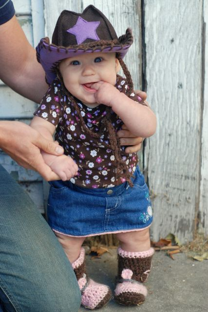how to make a felt cowboy or cowgirl hat for a baby. AHHH THE CUTENESS!