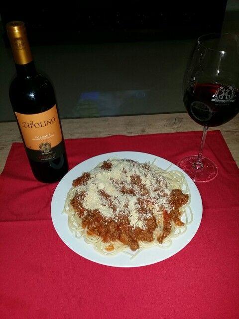 Hoje pasta a Bolonhesa e um vinho italiano ROSSO TOSCANO ZIPOLINO!! Harmonizando deliciosamente!  www.chavesoliveira.com.br/ (11) 2155 0871