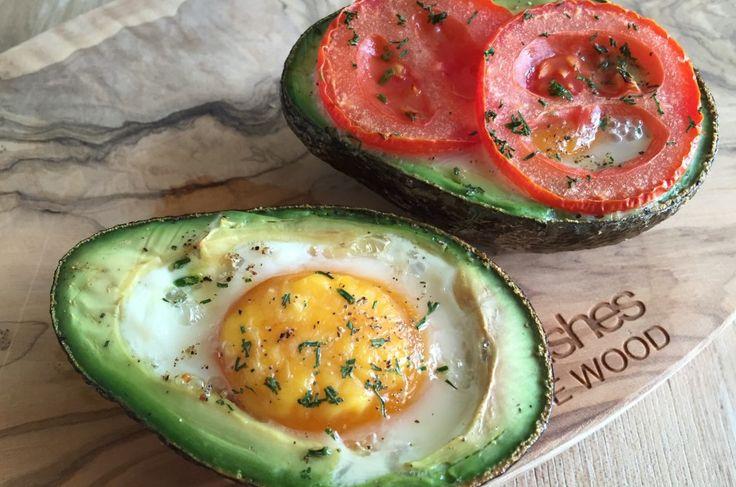 Avocado met ei big green egg bbq recept gerookt warm bge tomaat peterselie