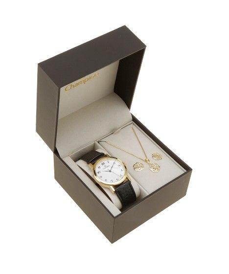 Esse kit contém um relógio com pulseira de couro . A caixa de formato redondo foi desenvolvida em metal e o visor é analógico. A resistência é de 5 TM, que permite o uso para natação.  O colar e o par de brincos têm aplicação de strass.Material: Metal | Pulseira: Couro