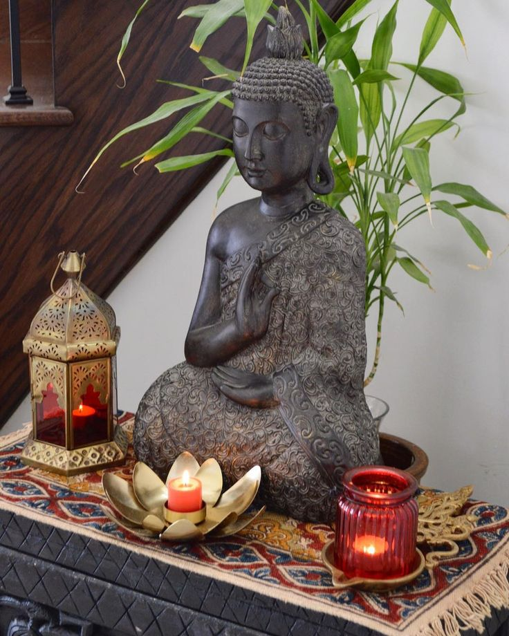Calming vibes for your Monday morning blues.....have a great week everyone! #buddha#calm#serene#red#bamboo#homedecor#mondaymorning#decor#indiandecor#instagood#instabuddha#instadecor#myhome#brass#indianhome#pinkzpassion#interiors#interiorstyling