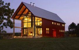 Traditioneller Stil, moderne Haltung: dieses schöne Haus befindet sich in West Vinkonsine und hat traditionelle und moderne Töne