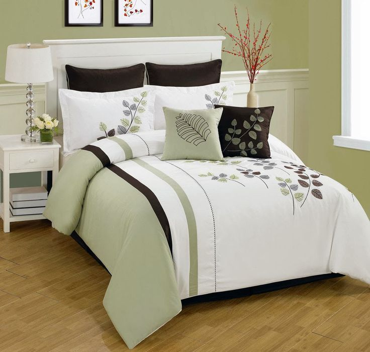 Comforter Cover Green and White with Art Work - 4 Piece