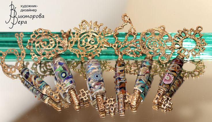 Коллекция кулонов СКАЗОЧНЫЕ КЛЮЧИКИ. Авторская латунь Веры Викторовой, авторский лэмпворк Веры Викторовой. Collection of pendants FABULOUS KEYS. Handmade glass and handmade brass from Vera Viktorova