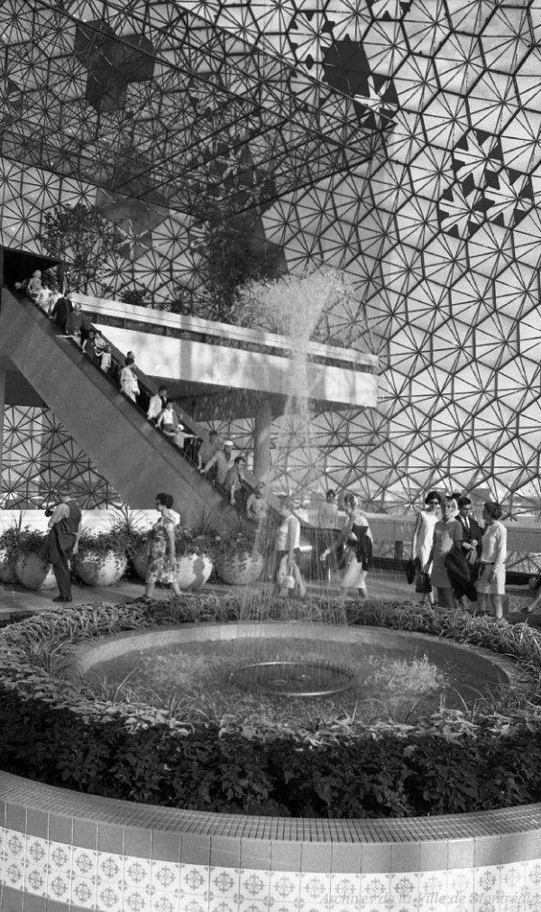 L'intérieur de la Biosphère, photo de Yvon Bellemare, 1968, VM94-EX136-544