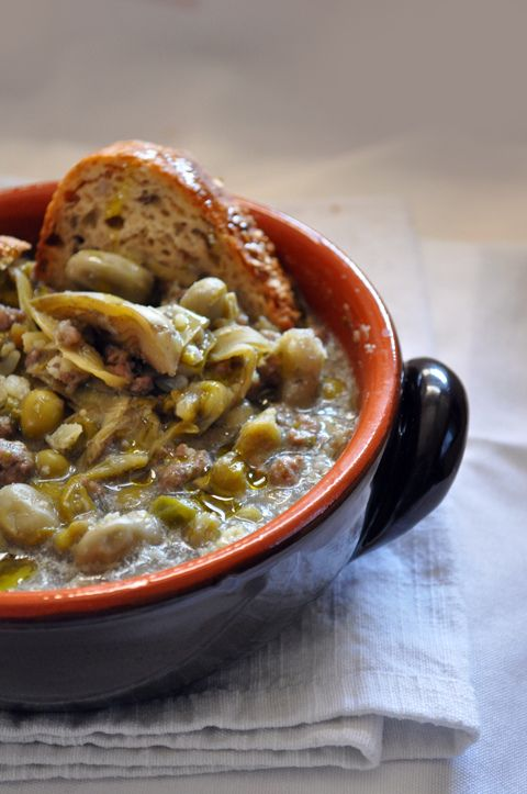 GARMUGIA LUCCHESE (Toscana):  soup made with fresh vegetables like peas, artichokes, broad beans, asparagus and chopped beef