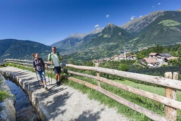 Wandern in Schenna, Südtirol: Traumpfade, Hüttenschmankerl und Erlebnistour mit Hans Kammerlander