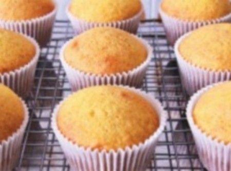 Receita básica de Cupcake - ... Fiz essa receita duas vezes, segui a risca e nas duas vezes rendeu 23 cupcakes. A massa fica super fofinha, mesmo depois de u...