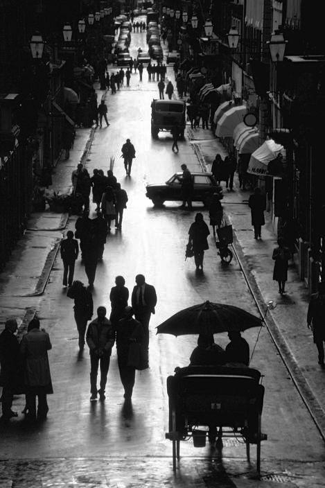 Italy. Via Condotti Roma, 1983. // Photo by Ferdinando Scianna.