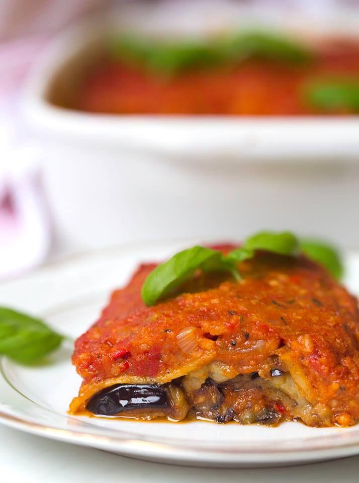 Glutenfrei, sojafrei und nussfrei - veganes Moussaka ist ein super leckeres Gericht, dass bei Auflauffans garantiert ankommt! Ausprobieren lohnt sich :)
