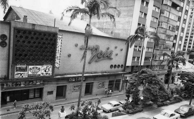 Originalmente inaugurado em 1952 como um cinema para a vanguarda japonesa, o Cine Joia ganhou fama pela exibição dos filmes premiados do grupo Toho - com o foco principal no diretor Akira Kurosawa -, primeiro para atender à comunidade nipônica em São Paulo, para depois cair nas graças da intelligentsia paulistana. Até ter suas portas como cinema fechadas na década de 1980, para virar um templo de uma igreja pentecostal.
