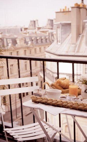 Une des rares choses que j'aime à Paris: c'est bien le moment du petit déjeuner ..
