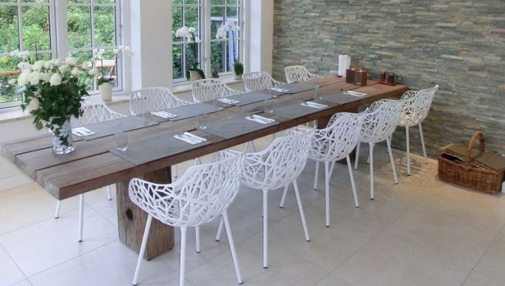 THORS Gaia with white forest chairs