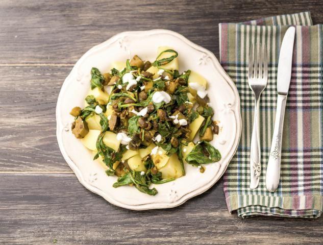 Kruidige curry met verse kurkuma, yoghurt en zwarte bonen Een pittig Indiaas gerecht
