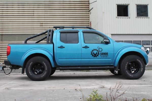Nice blue lifted Nissan Navara with oversize tyres.