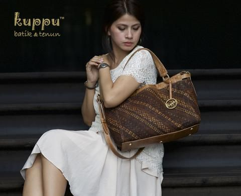 CAMILLA SOLO BAG - RUJAK SENTHE  by: Kuppu Batik & Tenun  3.300.000,00  A beautiful antique batik sogan in rujak senthe motifs from Solo, Central Java, Indonesia Tan croco-embossed Italian cow leather Medium size 35x27x12cm (LxHxW) Eco-suede fabric lining Top zip closure With long straps With Kuppu handbag tag Weight: 0.7 kg  Laura (wa/sms) 08119103668 Line ID kuppubatiktenun  #batik #tas #fashion #handbag #woman #womanfashion #bags #vintage
