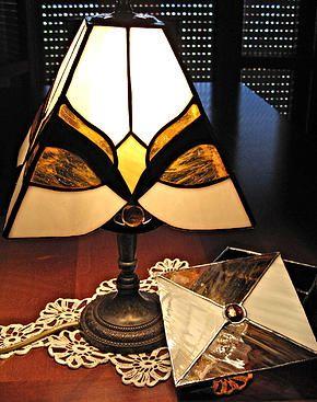Lampada stile liberty con scatolina vetro e gemme.