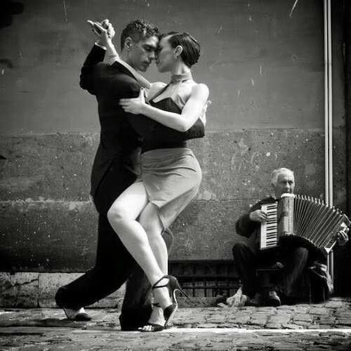Tango, complete w/ the accordian (bandoneon)