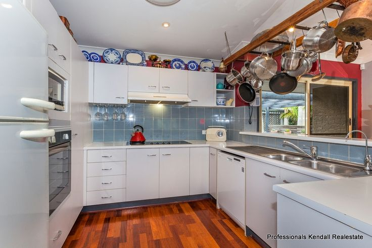A RARE FIND 5-7 Ocola Court, North Tamborine, Queensland.  An immaculately presented home with formal lounge, family room and raked ceilings. A great entertainment area with cricket lawn out the back. Just move in. http://www.professionalstamborinemountain.com.au/real-estate/property/801350/5-ocola-ct-tamborine-mountain-qld-4272/