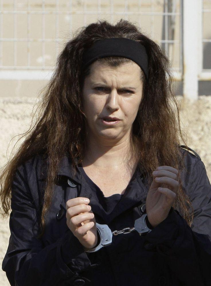 ATENAS (AP) — Investigadores encontraron un arsenal de armas en el escondite de la recién capturada extremista Pola Roupa, señalaron el domingo las autoridades.