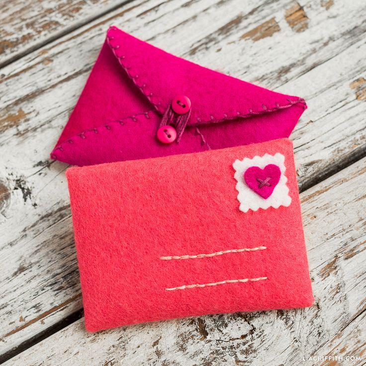 Hand Stitched Felt Envelopes Felt crafts diy, Valentines