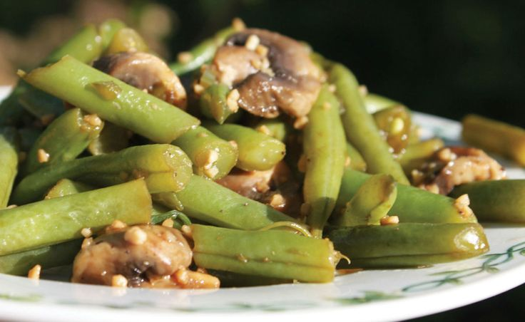 Garlic Green Beans and Mushrooms from The China Study Cookbook Preparation time: 20 minutes | Cooking time: 15–20 minutes | Makes 4 servings   Ingredien