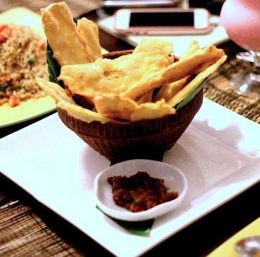 Minahasan+local+snack+:+Savory+fried+banana+with+chili+paste.+(Photo+by+Hanna+Nabila)