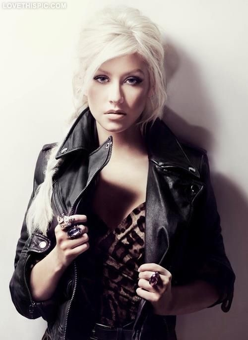 christina aguilera... she has one of the most beautiful voices i've ever heard and i think she is such a stunning woman! Total inspiration!