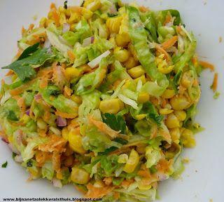 Salade met mais, spitskool en wortel