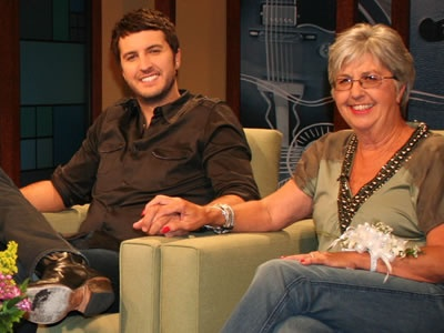 Luke Bryan House   Luke Bryan and his mom, LeClaire Bryan, on the set of Top 20 Country ...