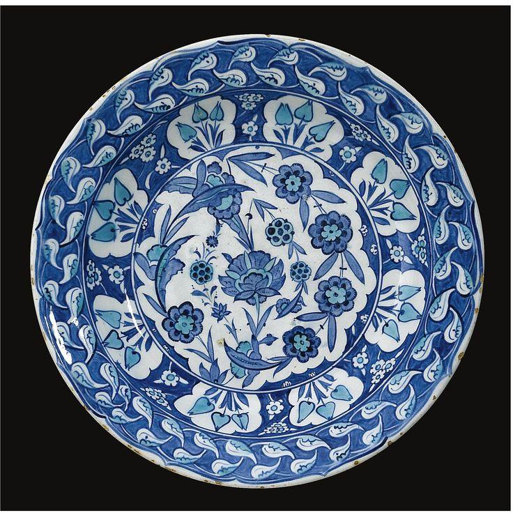 A Rare and Important Iznik 'Potters' Style' dish, Turkey, circa 1530-40 | Lot | Sotheby's GBP264,500