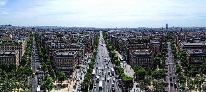 Credit : Facebook fan page # Avenue des Champs-Élysées.