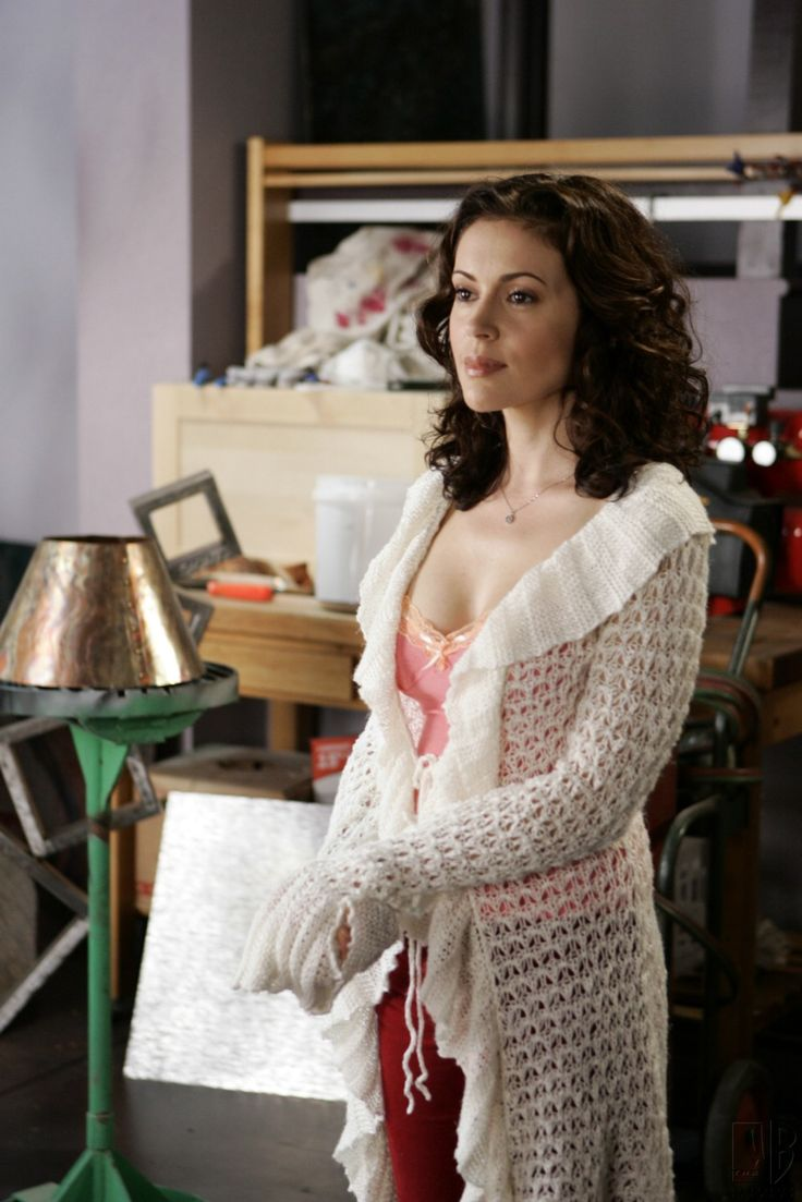 Alyssa Milano Charmed photo gallery and Alyssa Milano Charmed Hot Gift