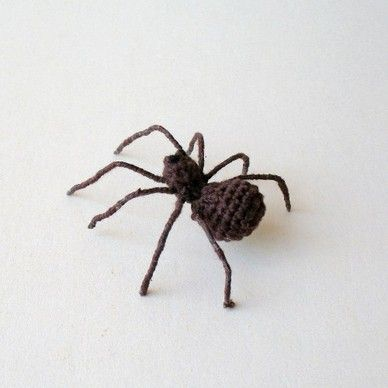 motleymakery:  DIY Crocheted Spider: Free pattern from Joxe Stilfigurer. The pattern is in both Swedish and English. European patterns read ...