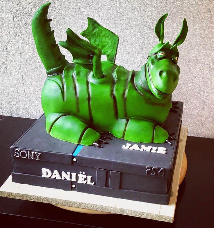 Dragon and console cake