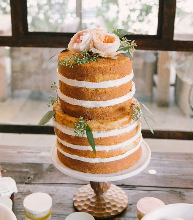 beautiful naked cake with juliet roses