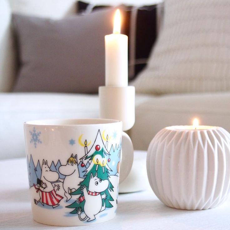 Hyvää huomenta! ❄️ | Iloista päivää! 🌟 | . . #blackpluswhiteisgrey #blackpluswhiteisgreymoomins #hyväähuomenta #goodmorning #muumi #muumimuki #moomin #moominmug #mymoomin #arabiamoomin #iittala #nappula #etuovisisustus #inspiroivakoti #joulunaika #joulunodotus #christmastime #scandinavianchristmas #aamutee #morningtea #kynttilänvalo #candlelight #nordichome #scandinavianstyle #finnishdesign #helsinki #finland