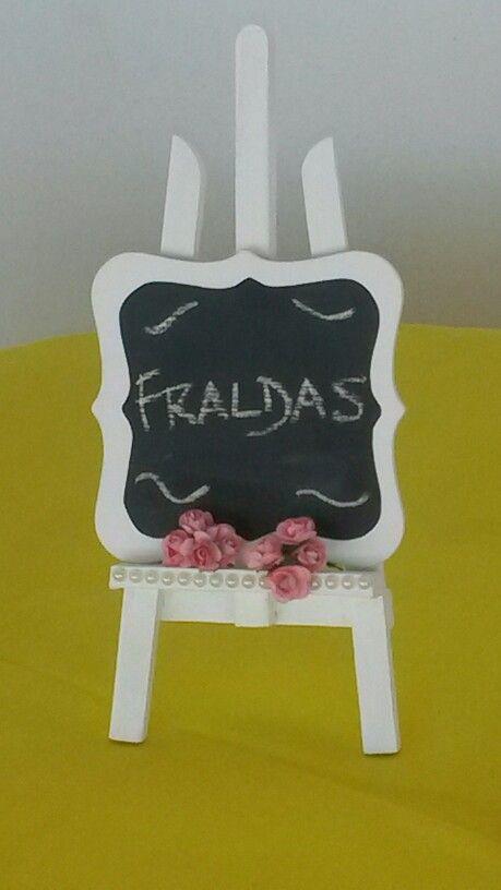 Mini cavalete com quadro lousa de giz - Decoração Chá de Fraldas