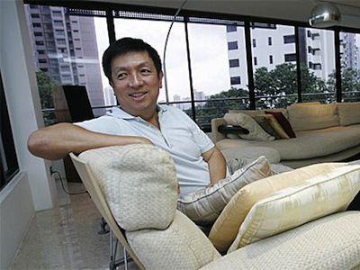 La primera noticia que tuve de Peter Lim la leí en elconfidencial.com. Peter Lim tiene 59 años y es singapurense. Según Forbes es la novena persona más rica de ese país del sudeste asiático con una fortuna estimada de 1.700 millones de dólares. Lim entró en contacto con Gil Marín a través del todopoderoso y omnipresente Jorge Mendes. La persona de confianza del millonario en asuntos financieros es Peter Kenyon, siempre según el artículo de J F Díaz, personaje bastante conocido en los…