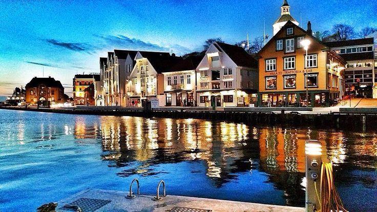 A beautiful summer evening in Stavanger!  #fjordnorway #visitnorway #regionstavanger  Acabo de llegar a #Stavanger. Qué bonita es #Noruega!! #FiordosNoruegos @visitnorway_es ( # @paconadal via @latermedia ) by fjordnorway