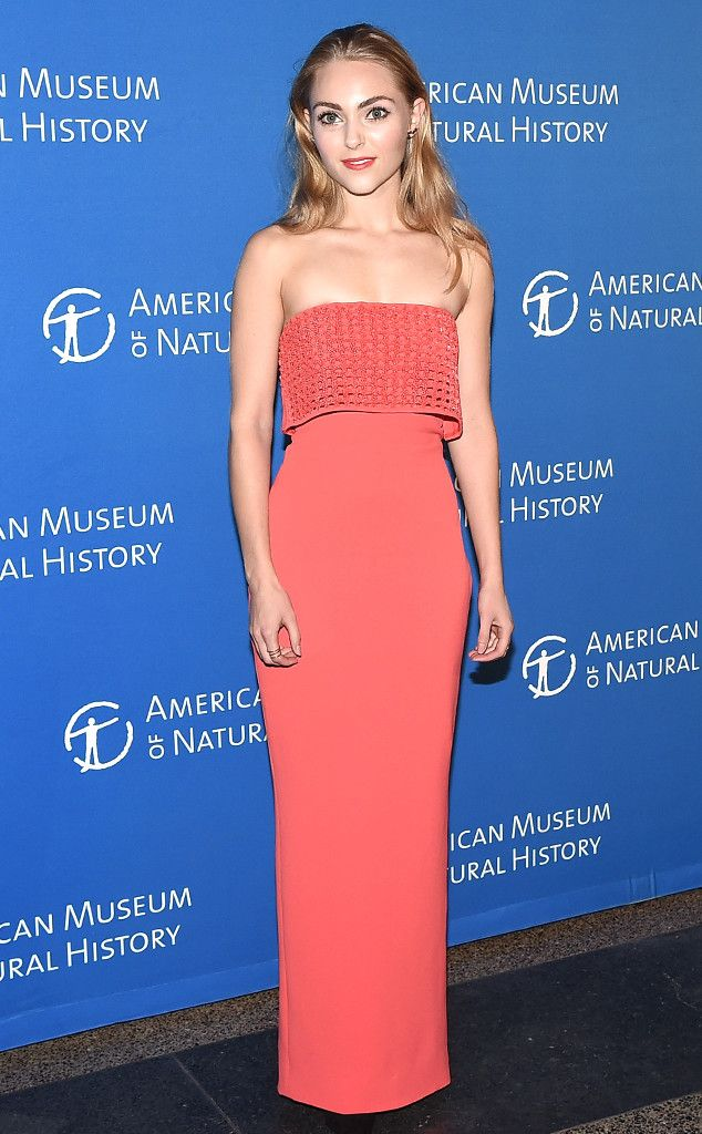 AnnaSophia Robb from The Best of the Red Carpet  That's peachy! AnnaSophia shows off a little skin in a straplesses peach Jeffrey Dodd dress.