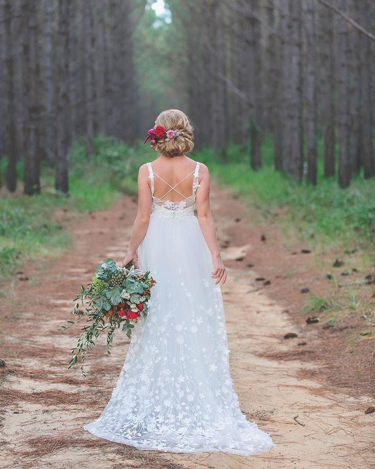 @erinclarebridal @mondofloraldesigns @kateellenmakeupartistry @evalynparsonshair @brookestyless ⠀ ⠀ ⠀ ⠀ #wedding #weddingphotography #weddingphotographer #sunshinecoast #sunshinecoastphotographer #sunshinecoastweddingphotographer #weddingflowers #flowers #bouquet #bridalbouquet #hairflowers #weddingdress #weddinggown #bridalwear #fashion #callibphotography #erinclarecouture #weddinghair #weddingmakeup #bride #bridestyle #pineforest #forestwedding…