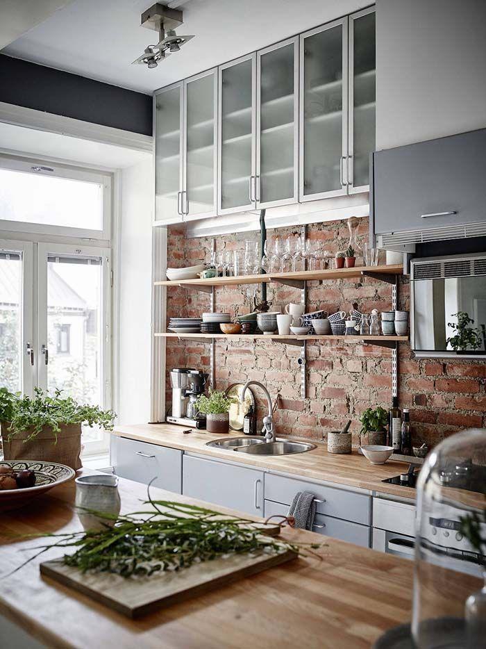 love this kitchen....Keltainen talo rannalla: Väriä, modernia ja vintagea