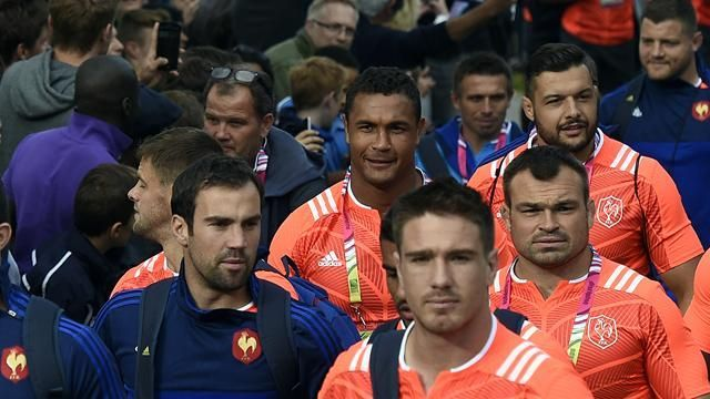 Le xv de France arrive en Angleterre - RWC 2015