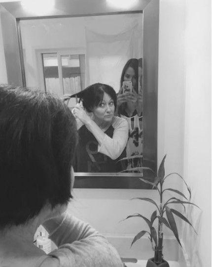 """Η """"Μπρέντα"""" του Μπέβερλι Χιλς ξύρισε τα μαλλιά της- Δίνει μάχη με τον καρκίνο - ΦΩΤΟ"""